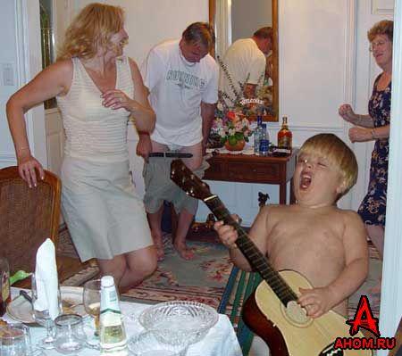 Name:  funny_guitar_face.jpg Views: 2345 Size:  35.4 KB